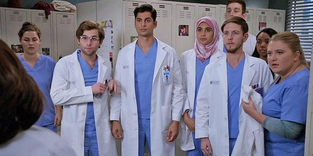 Grey's Anatomy: Ator revela sexualidade após beijar doutor na 15ª temporada