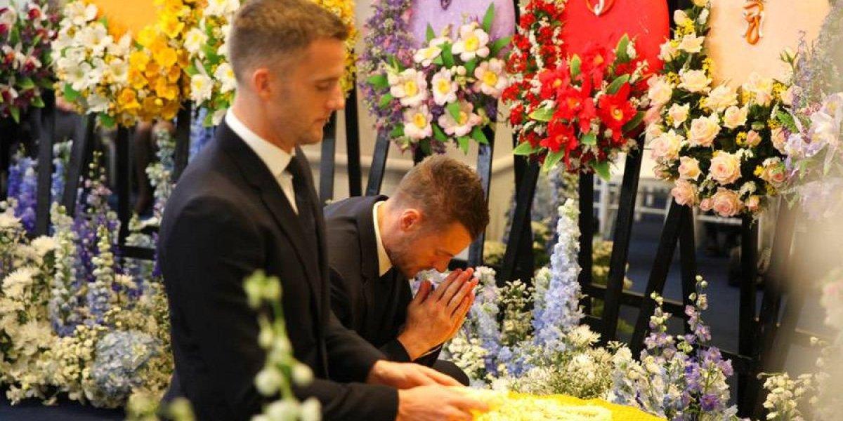 Jugadores de Leicester acuden a funeral del dueño del club
