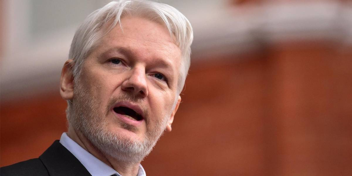 """Madre de Julian Assange denuncia que su hijo es """"torturado"""""""