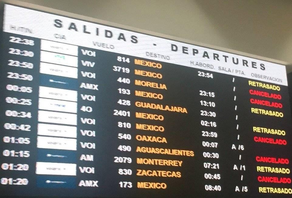 Desde ayer por la noche se informó de la cancelación de vuelos. Foto: Publimetro
