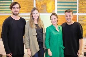 O designer paulista Guilherme Wentz, Marcela Grasselli, Juliana Vervloet do Amaral e Kassio Fontoura em evento de decoração