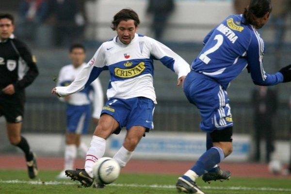 Pancho Arrué, quien se formó e inició su carrera profesional en Colo Colo, jugó en los tres grandes de Chile. En la UC fue donde mostró su mejor versión / Foto: Photosport