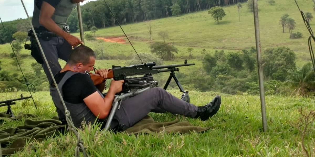 Exército treina policiais da Rota com armamentos de guerra