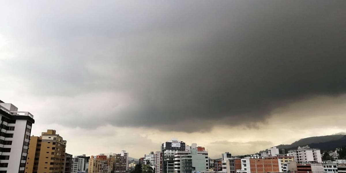 Inamhi: Frío y lluvia se mantendrán en Quito en las próximas horas