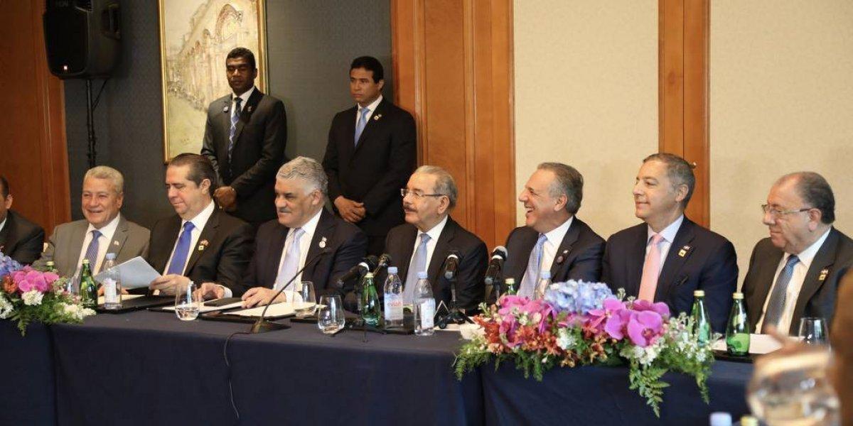 """Gobierno califica de """"fructífera"""" visita de Medina a China"""