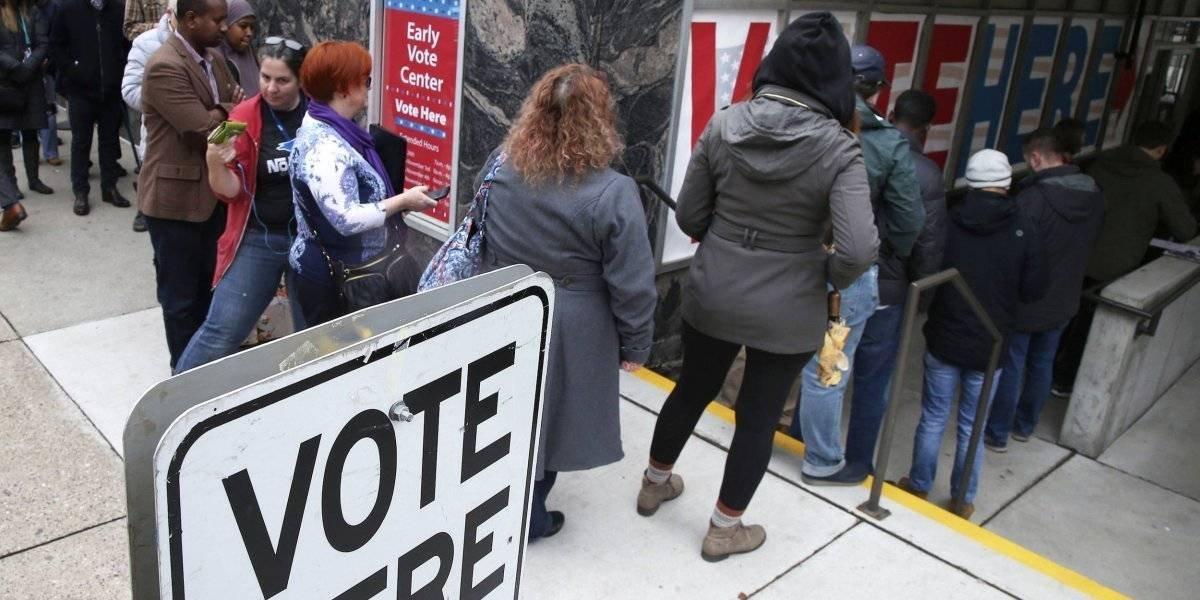 Votantes acuden a las urnas en EE.UU para elecciones de medio tiempo