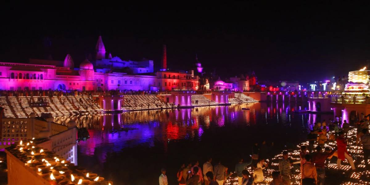 Ciudad de India rompe récord Guinness de lámparas de aceite