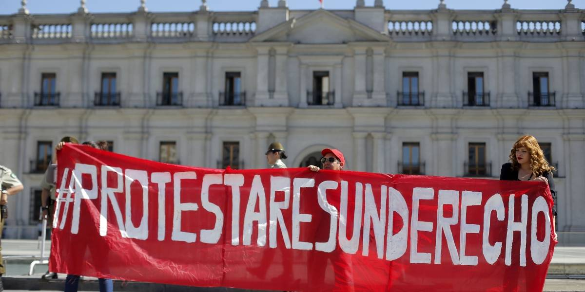 """""""Protestar es un derecho"""": Secundarios se manifiestan contra Aula Segura en el día que los diputados dan inicio a la discusión"""