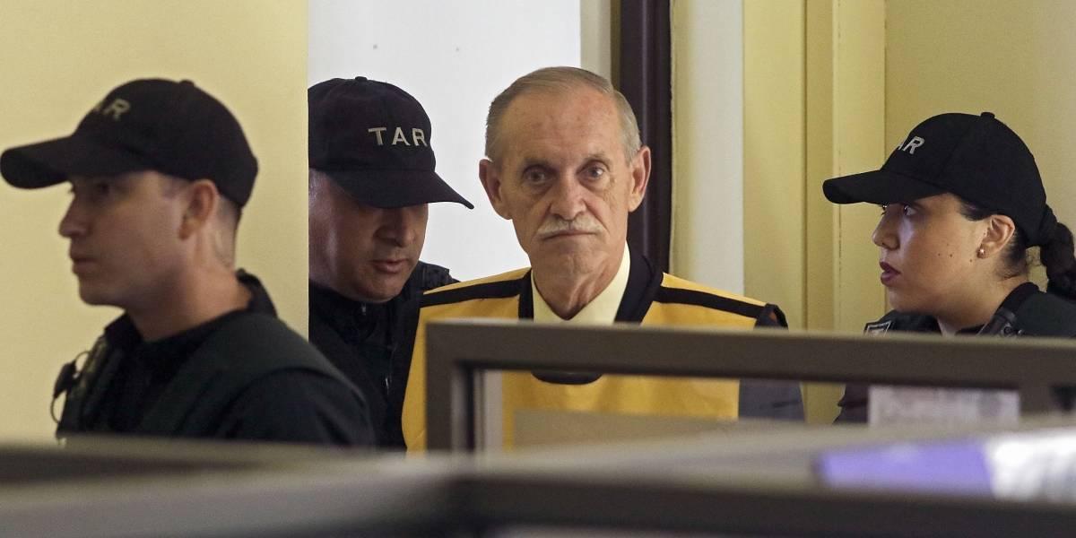 Le suman 13 años de cárcel a penas de Miguel Krassnoff por asesinato de mirista que terminó carbonizado y con un balazo en la cabeza en 1975