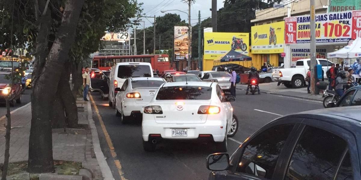 Vuelven a bloquear un tramo de la Avenida Petapa