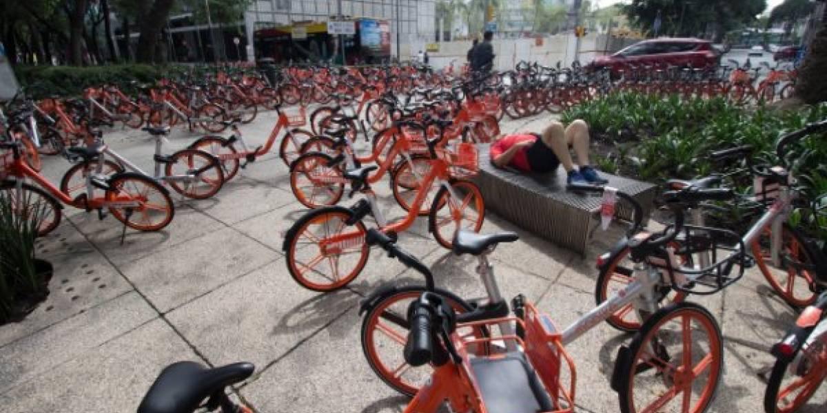 Bicicletas y scooters sin anclaje se pelean el espacio público