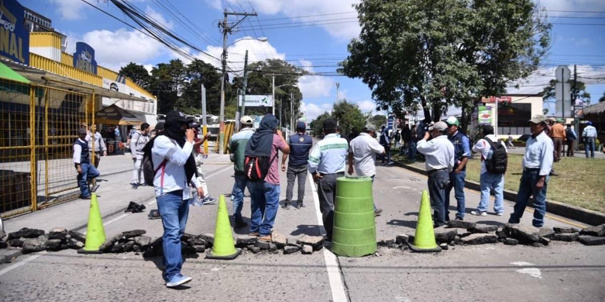 """Universitarios salen a las calles para exigir un """"presupuesto digno"""" para la Usac"""
