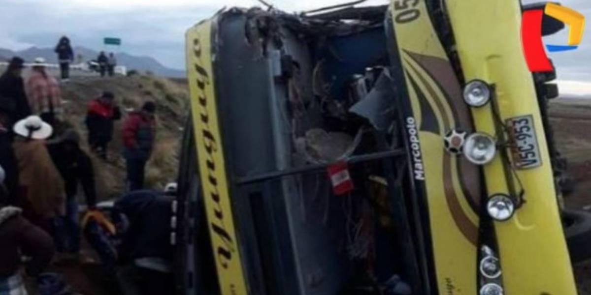 20 muertos tras choque entre autobús y camioneta en el sur de Perú
