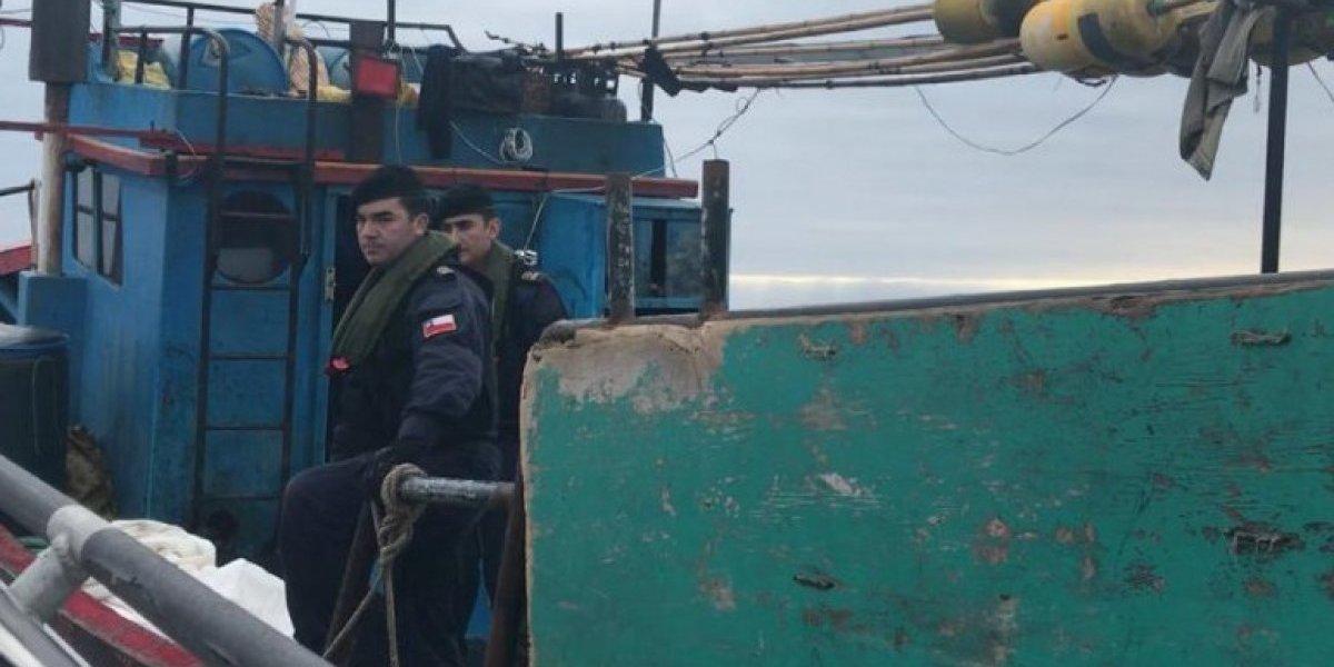 Pesca ilegal en zona económica: Armada detuvo embarcación peruana con cinco toneladas de tiburón