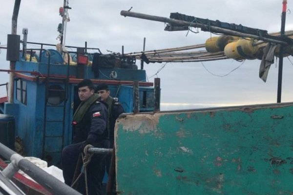 Armada detiene a embarcación peruana