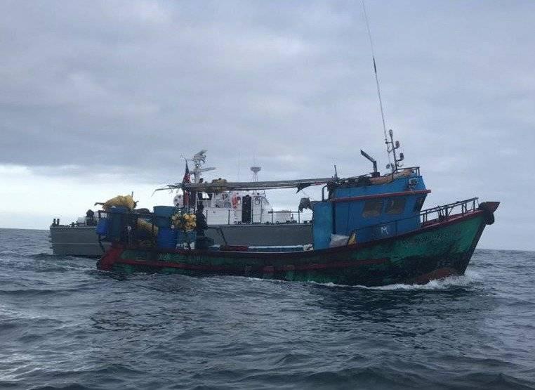 embarcación peruana