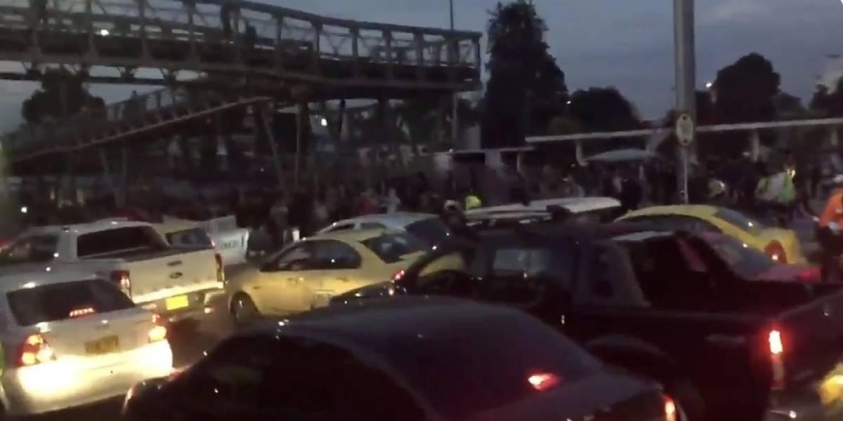 Reportan bloqueos en TransMilenio por la calle 26