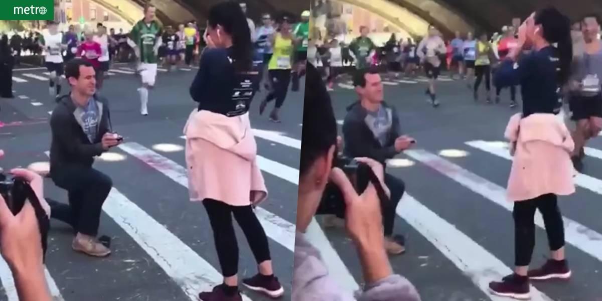 Homem pede namorada em casamento durante maratona