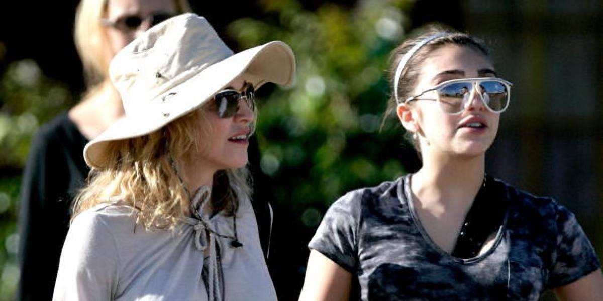 Hija de Madonna llama la atención por vestir sin ropa interior y transparencias