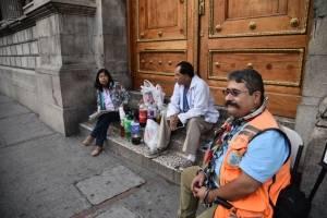 médicos realizan plantón frente al Congreso