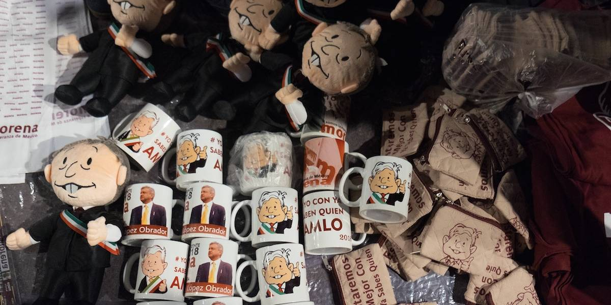 ¡Brinda con AMLOVE! Registran marca en honor a López Obrador