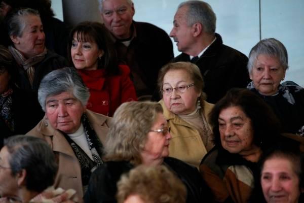 Perú aprueba segundo retiro de fondos de pensiones para paliar crisis de coronavirus