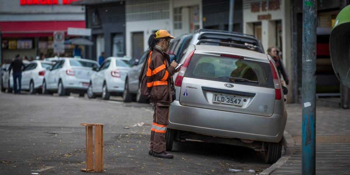 Por pressa, agentes da CET multam motoristas de forma irregular