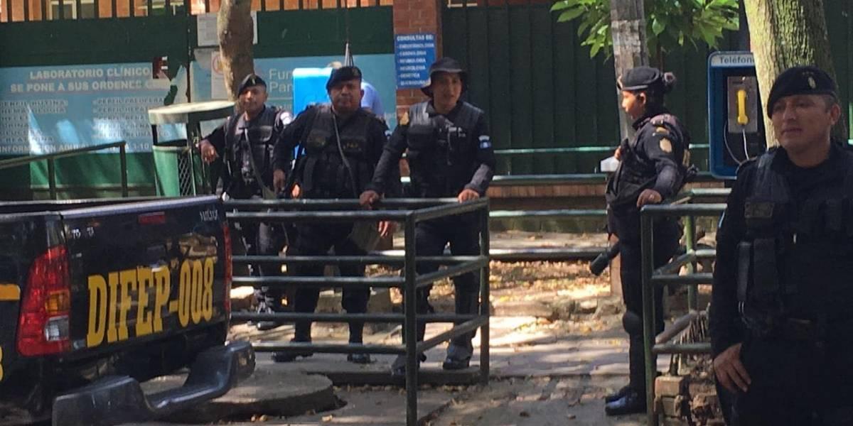 Fuerzas Especiales de la Policía supervisan atención en el Hospital Roosevelt