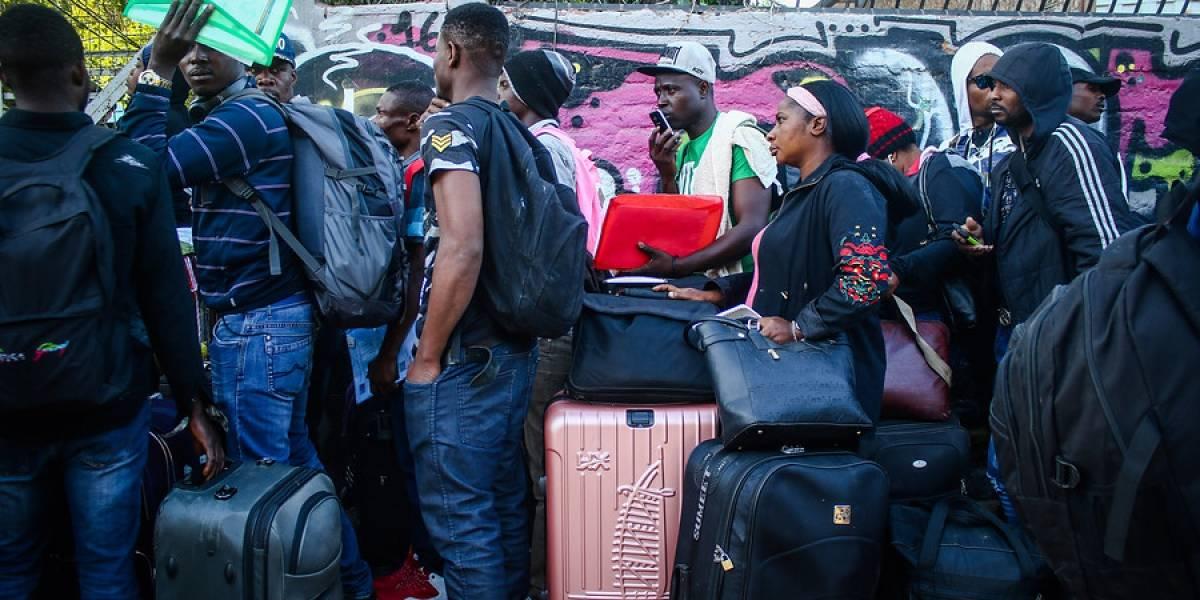 """Plan de retorno voluntario: 176 haitianos regresan a su país en avión de la Fach y Gobierno descarta que programa sea una """"deportación maquillada"""""""