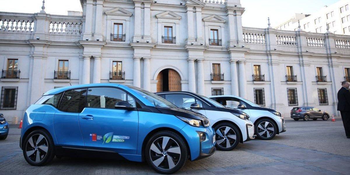 BMW entrega seis autos eléctricos al Gobierno