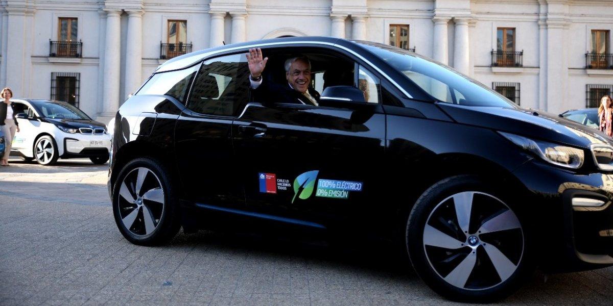 Cuestan desde $40 millones: así son los lujosos autos eléctrico que recibieron Piñera y cinco ministros