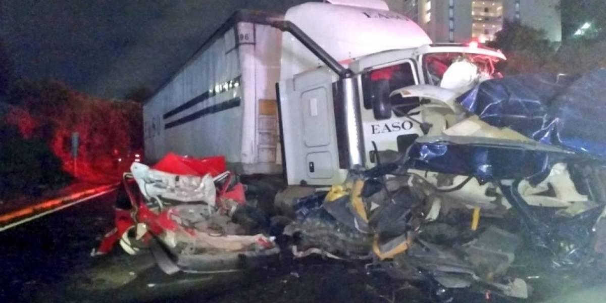 Tráiler provoca mega carambola en Santa Fe; hay nueve muertos