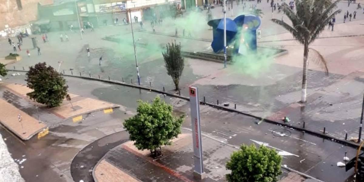 Enfrentamientos y disturbios en San Victorino por operativos anticontrabando