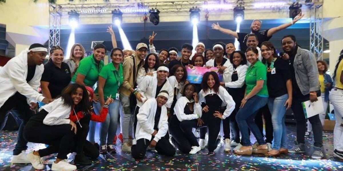 """Promoción 1819"" del Liceo Ramón Emilio Jiménez ganó competencia de baile"