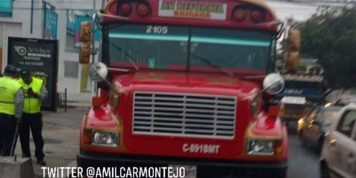 Ataque armado en autobús deja un fallecido en la calzada Roosevelt