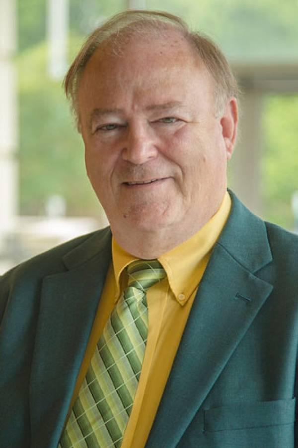 Larry Powell, Investigador en comunicación y profesor de la Facultad de Artes y Ciencias de la UAB, EE. UU.