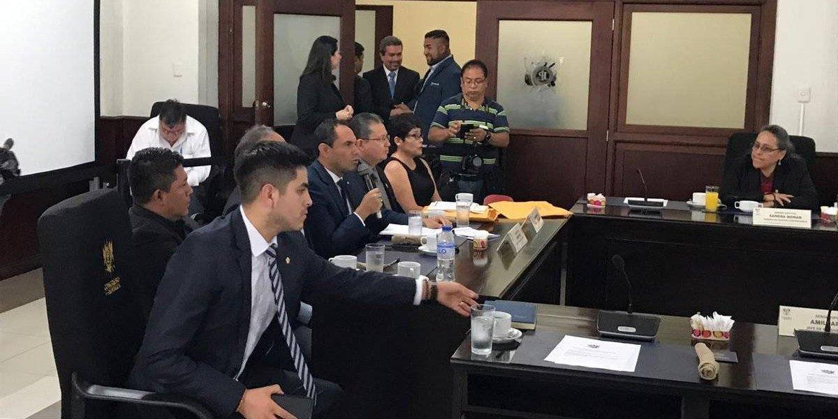 Rector de la Usac y jefes de bloque del Congreso dialogan sobre tema presupuestario