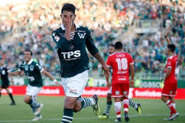 Enzo Gutiérrez logró el agónico gol que le dio la victoria a Wanderers sobre Valdivia / Foto: Photosport