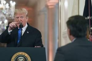 Donald Trump intercambia palabras con Jim Acosta, de CNN