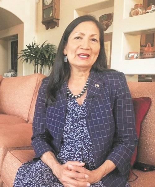 Las minorías han logrado hitos como la elección de las dos primeras congresistas indígenas: Sharice Davids y Debra Haaland