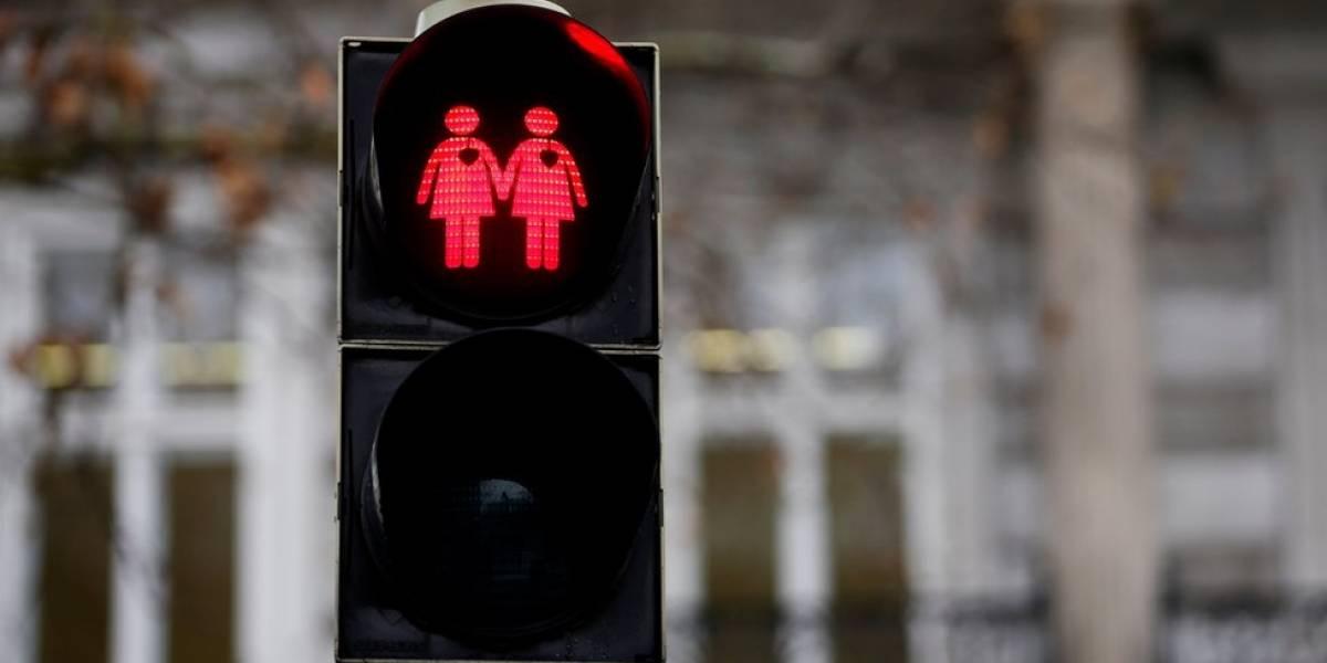 França cria polêmica com plano de reprodução assistida gratuita a mulheres solteiras