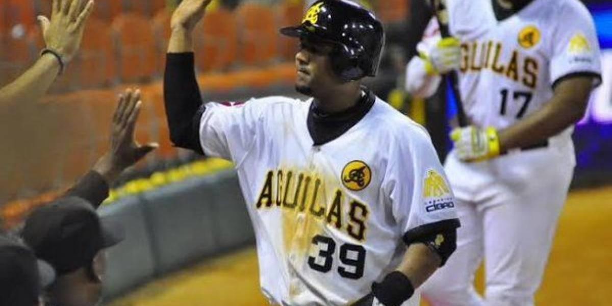 Águilas empatan con Gigantes en la cima del béisbol dominicano