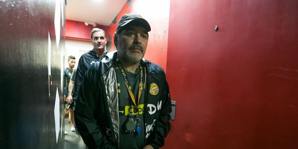 Maradona entrega 237 mil pesos para damnificados de Sinaloa