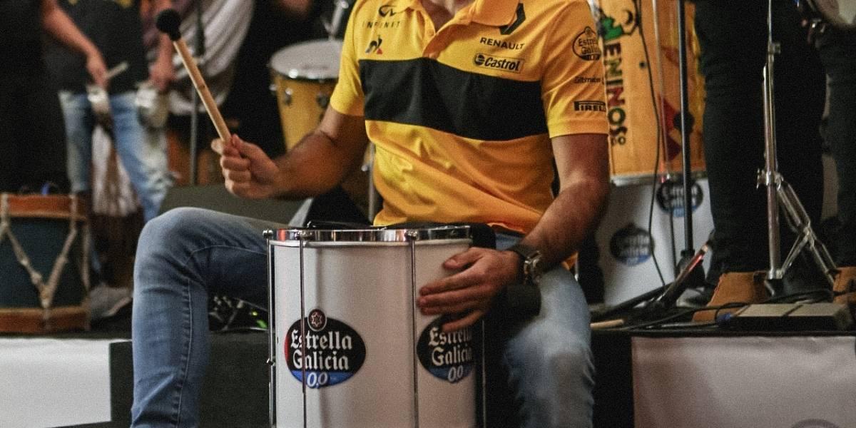 Carlos Sainz calienta motores para el GP de Brasil a punta de samba