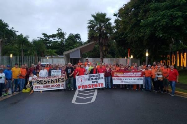 Protestan en la Administración Central UPR