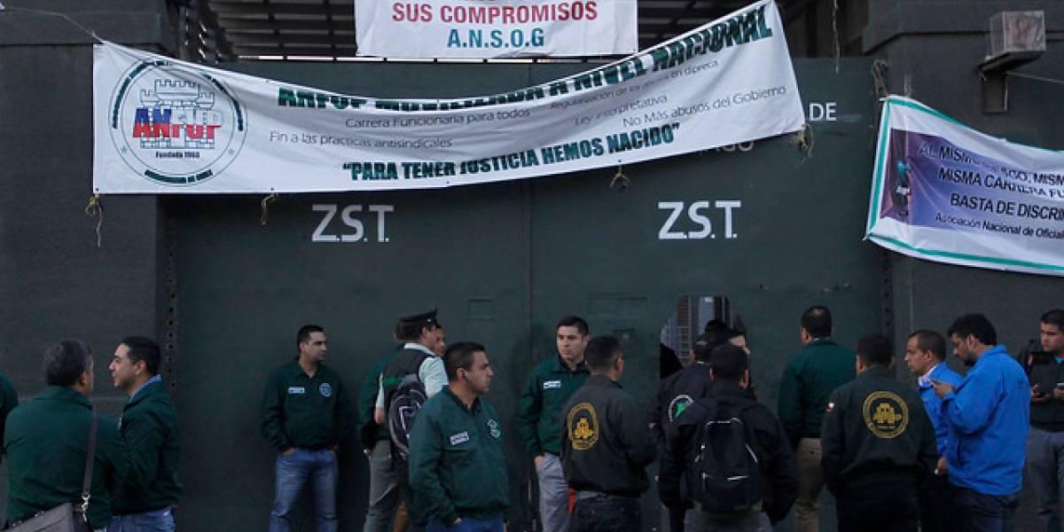 """Se agudiza paro de gendarmes: llaman a """"acuartelamiento"""" en las cárceles del país y anuncian huelga de hambre"""