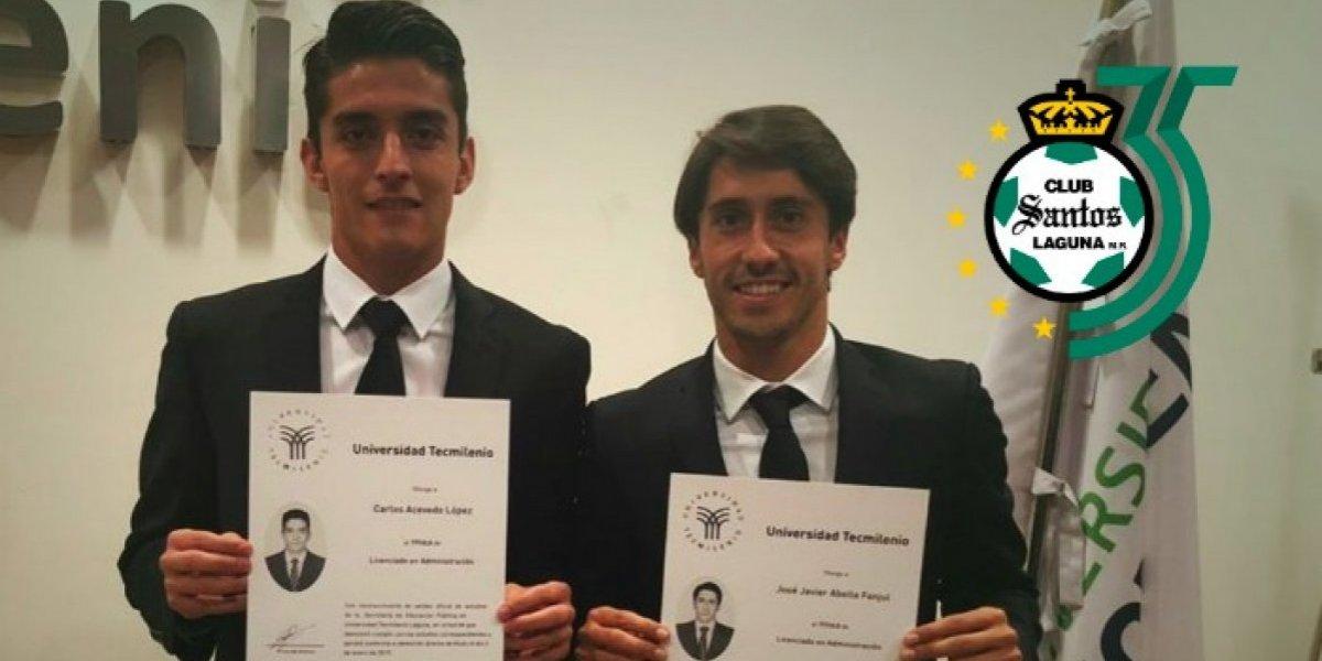Santos Laguna festejó que dos de sus jugadores se graduaron de la universidad