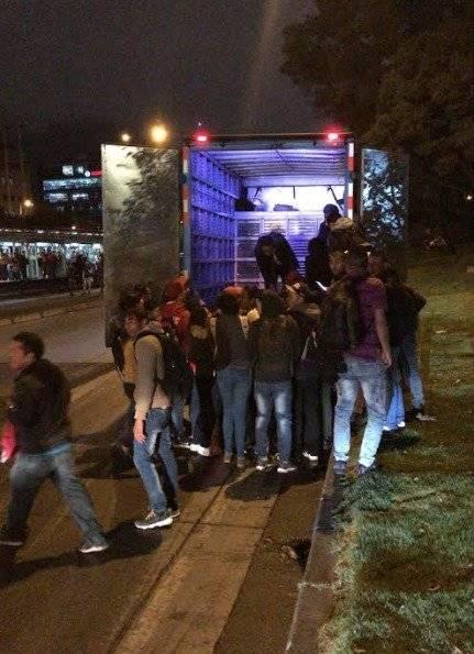 Como ganado, así se fueron los bogotanos a sus casas a falta de TM fotos grupo Emergencias Bogotá