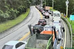 https://www.metrojornal.com.br/foco/2018/11/15/saida-para-o-feriado-tem-congestionamento-e-lentidao-nas-rodovias-de-sp.html