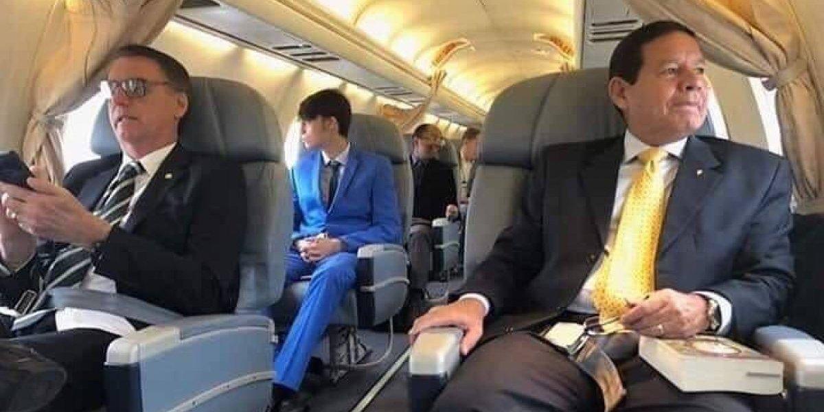 Aún no asume y ya cometió el primer error: Bolsonaro viaja en el mismo avión que su futuro vice presidente
